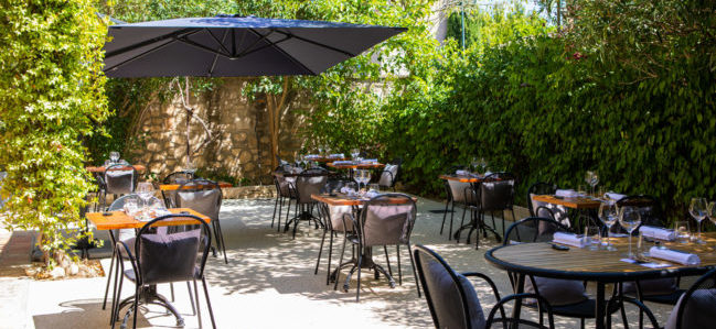 terrasse_outside_restaurant_bec_paradou_alpilles