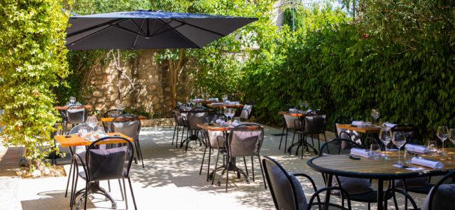 terrasse_exterieure_restaurant_bec_paradou_alpilles
